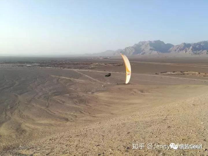 她向老板请了一年假,背着滑翔伞在天上环球旅行  ∣  该去 · 游
