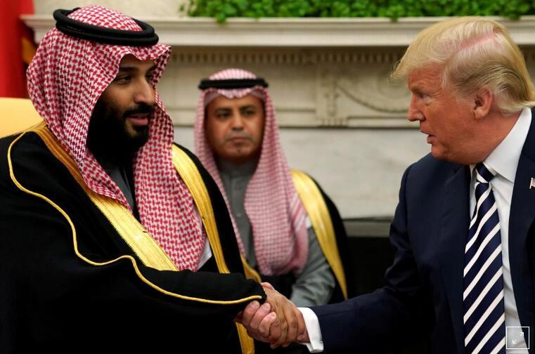 2018年3月20日,美国总统特朗普在白宫椭圆形办公室与沙特王储穆罕默德·本·萨勒曼握手。(资料图)