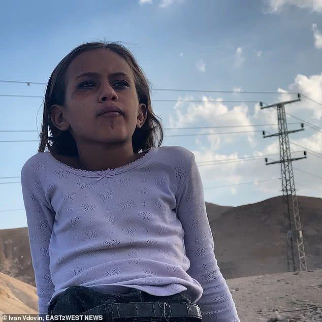 贝都因女孩11岁时将嫁人,换取50只羊,父亲为女儿对抗部落传统