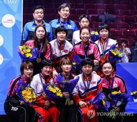 資料圖:韓朝乒乓球聯隊在瑞典世錦賽上摘得銅牌(圖片來源:韓聯社)
