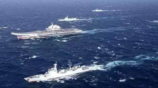 2017年1月,辽宁舰编队在南海训练(资料图)
