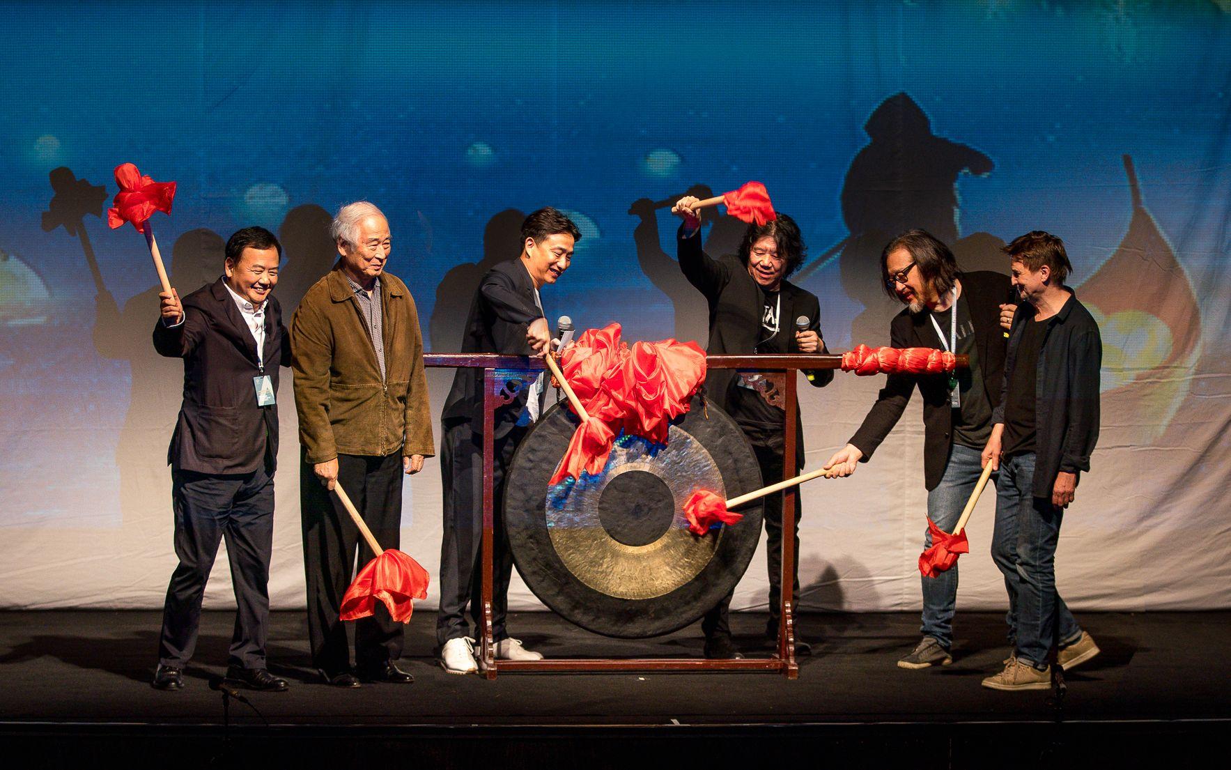 精彩:铃木忠志、黄磊、赖声川、孟京辉等敲响乌镇戏剧节开幕锣
