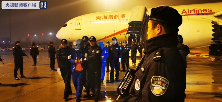 新火巅峰手机版,九寨沟地震救援现场,71岁藏族老人的举动感动了官兵