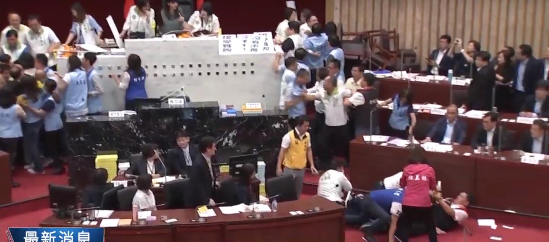 """奥门贵宾会_香港政界:激进示威者阻碍交通造成市民""""被罢工"""""""