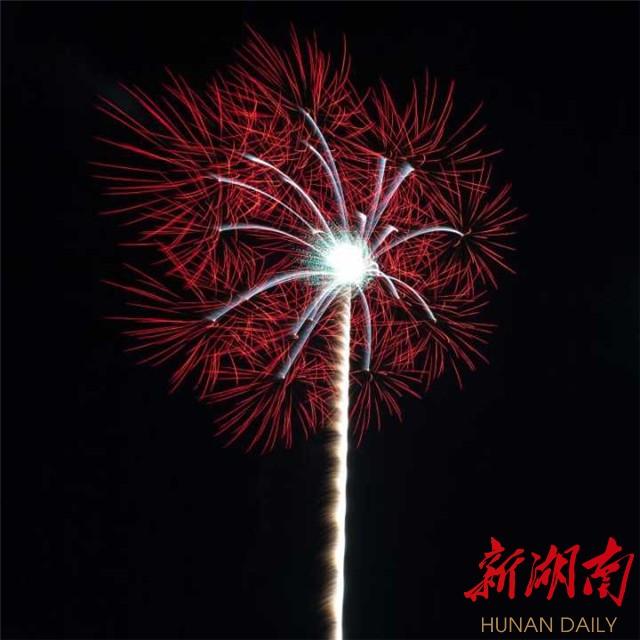 [长沙] 第六届湖南省烟花爆竹新产品评比大赛17日圆满落幕  167款湖南花炮新产品竞秀浏阳河畔