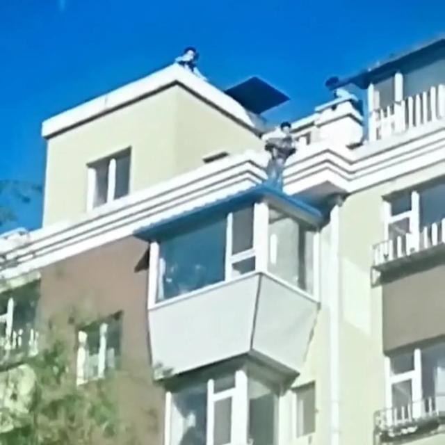 长春一男孩被困7楼楼顶,他去救援一脚踩空…