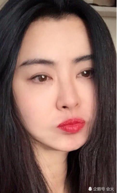 王祖贤近照曝光被疑鼻斜嘴歪,女神为何不能自然到老?