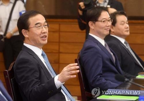 8月13日,在板门店统一阁,赵明均(左一)在高级别会谈上发言。(图片来源:韩联社)