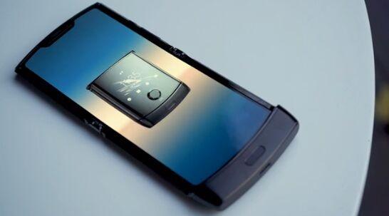 摩托罗拉Razr折叠屏手机外媒上手:高端价格中端配置 经典重现还是炒冷饭?