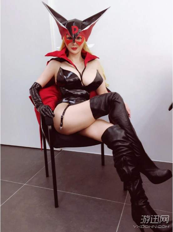 """但日本""""不老女神""""叶美香仍痴迷cosplay,之前就放出过对纲手和女帝的图片"""
