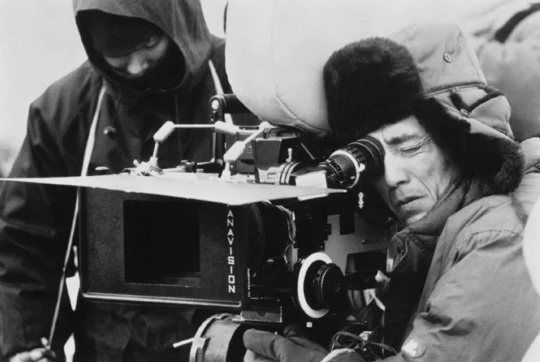 1994年5月17日在戛纳电影节首映的《活着》获得了当年的评委会大奖,图为电影拍摄现场的张艺谋