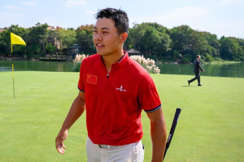 广东选手林钰鑫加洞赛力克卫冕冠军,成亚太业余锦标赛第二位双冠王
