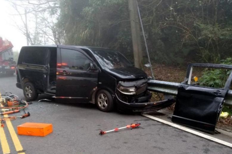 台湾阿里山公路汽车撞上护栏 6名大陆游客受伤