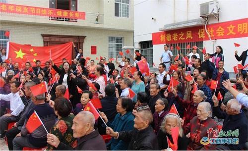 萍乡市蒲公英志愿者协会助力山村重阳节 老人乐了(图)