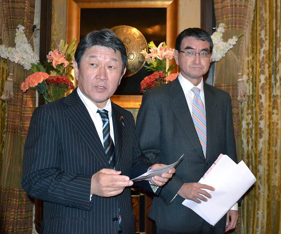 茂木敏充和河野太郎接受采访(日本时事通信社)