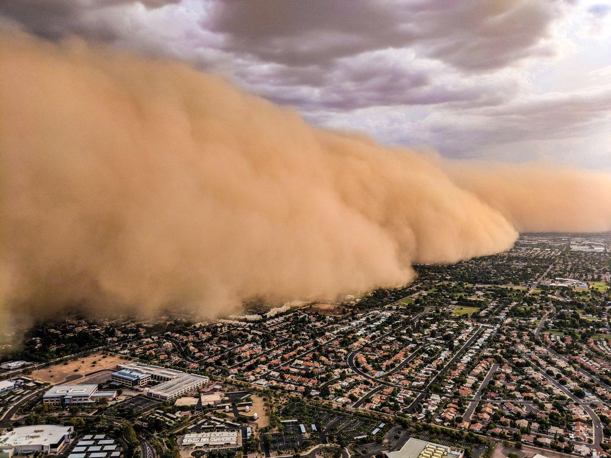 沙尘暴笼罩美国凤凰城 气象局:外出恐有生命危险