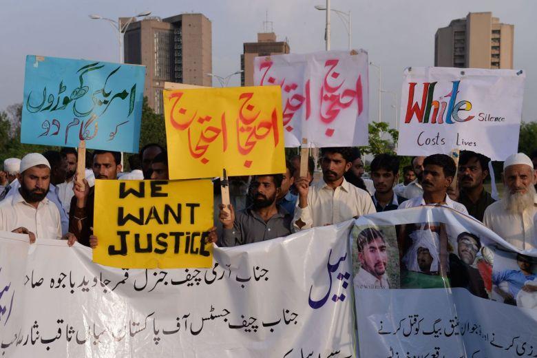 图为巴基斯坦人就美国外交官撞人事件举行抗议。(法新社)