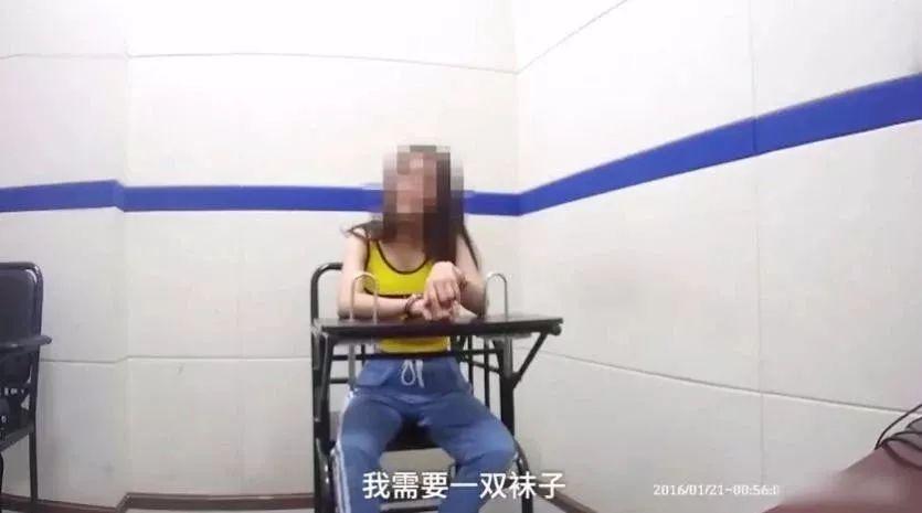 180线女演员疯狂大闹火车站,飙脏话,脱鞋耍横……简直惊呆!