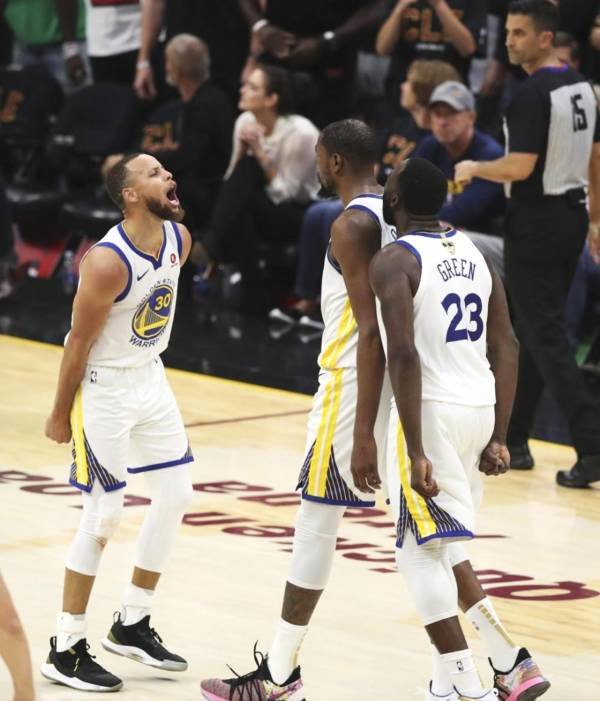 NBA 队友杜兰特太给力 库里熄火被调侃 躺着赢