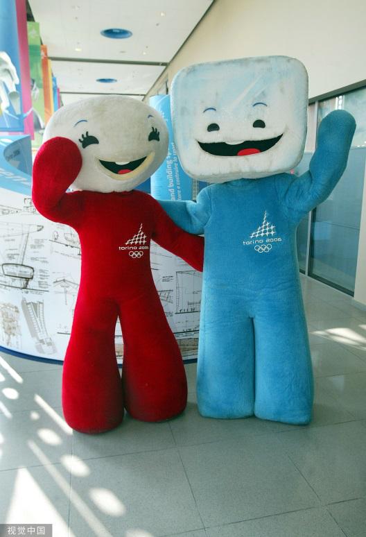 下面出场的是2006年意大利都灵冬奥会的雪球Neve和冰块Gliz。