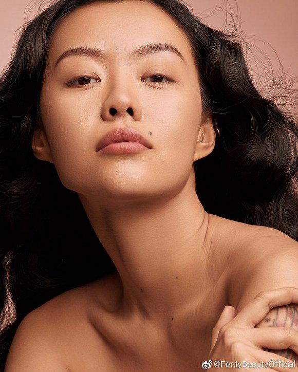 Fenty Face好友Mia Kong 图片来源:Fenty Beauty官方微博