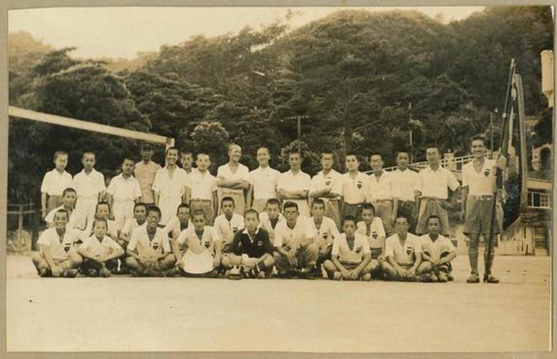 (图为上世纪40年代日本一球队合影)