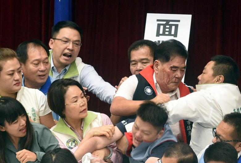 「8号游戏官网」中秋节吃炭火锅 8人一氧化碳中毒被紧急送医
