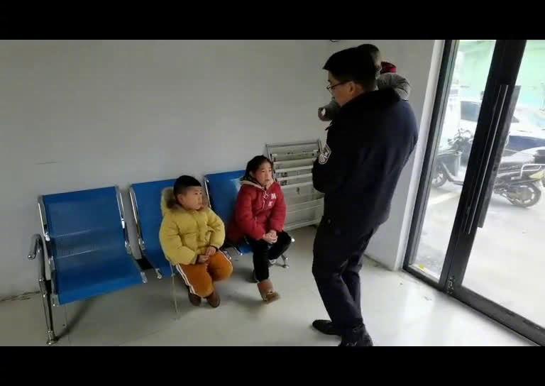 找不到妈妈,孩子却记得找警察蜀黍[心]