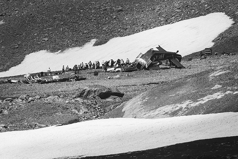 瑞士古董飞机在山区失事 从二战一直沿用至今