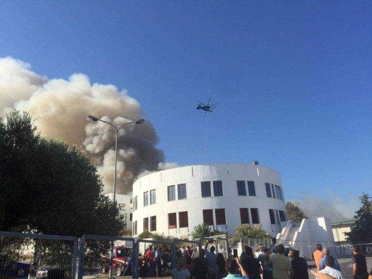 希腊最大海岛一高校发生火灾  正组织师生撤离