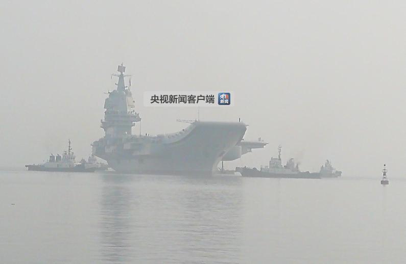 ?数艘拖轮正在将国产航母拖离中船重工大船集团码头