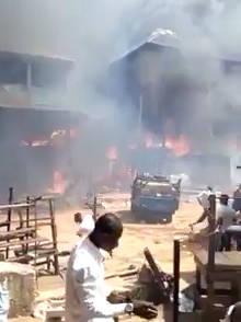 尼日利亚在onitsha市场地区发生石油火灾,据报道有人员伤亡