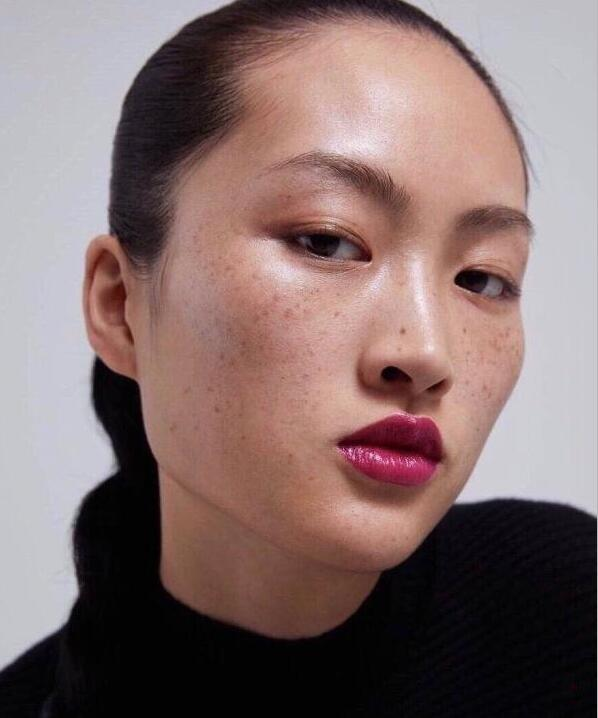ZARA廣告中的李靜雯(新加坡《聯合早報》網站)
