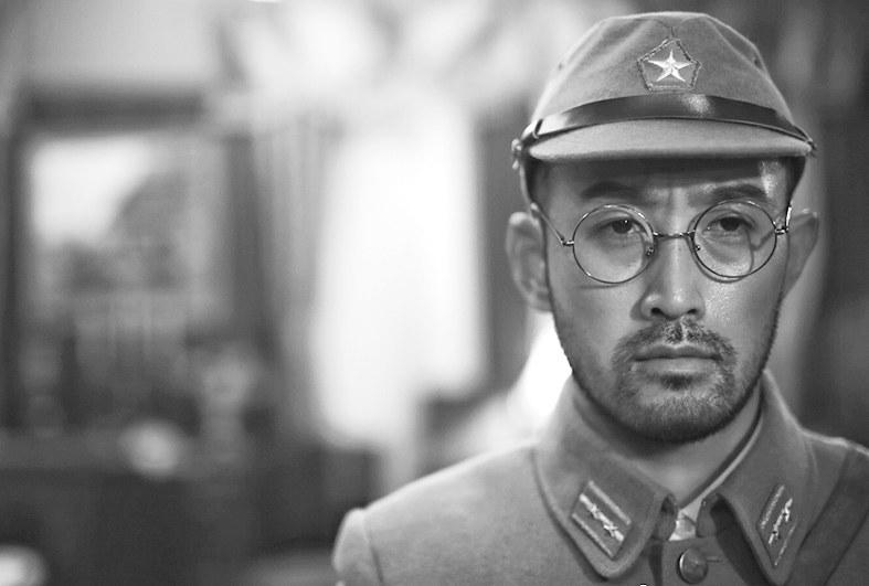 美浓轮泰史在《香港大营救》中扮演日本军官。