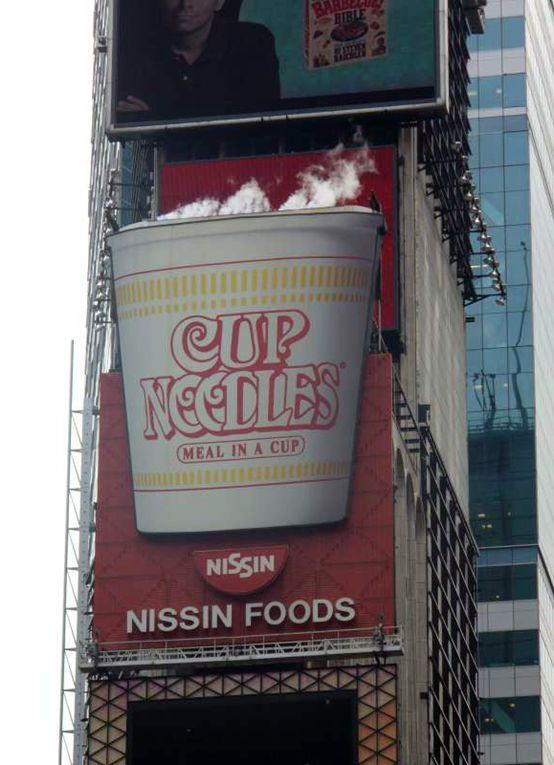 """中国人扎堆""""登陆""""纽约时代广场 打广告没多贵?"""