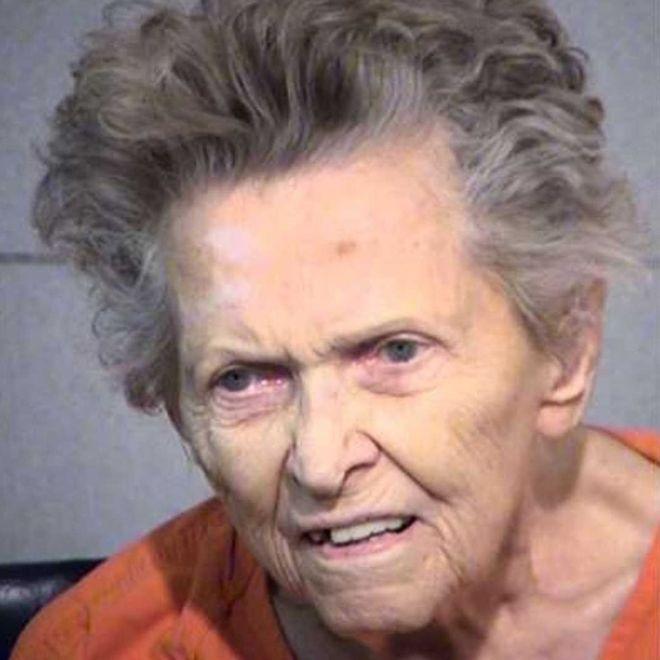 怕被72岁儿子送养老院 美国92岁母亲掏枪将其击毙
