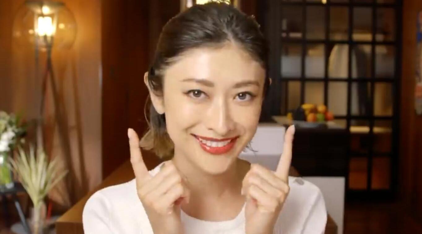 山田优携手Vogue分享日常护肤美妆步骤