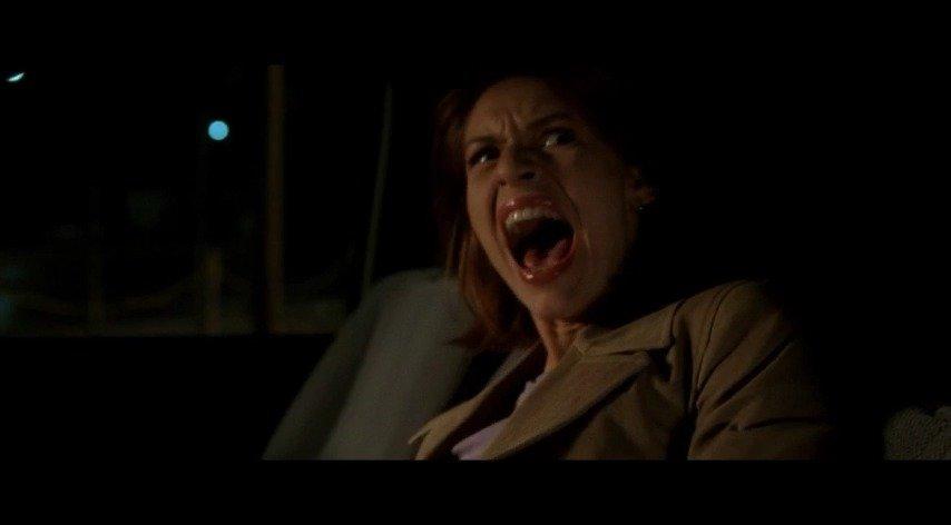 就在女主以为快要挂掉,阿诺出场直接开车撞飞绑架者。可万万没想到