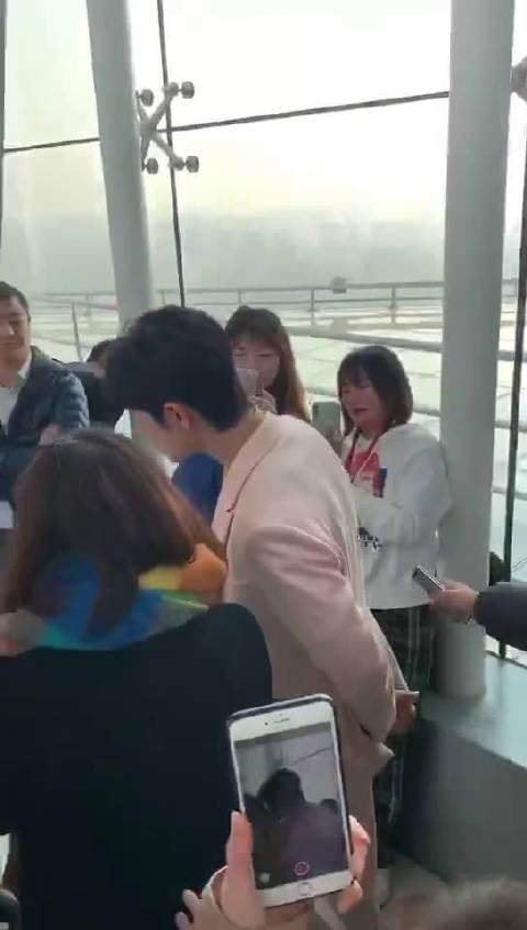 肖战现身北京台春晚发布会