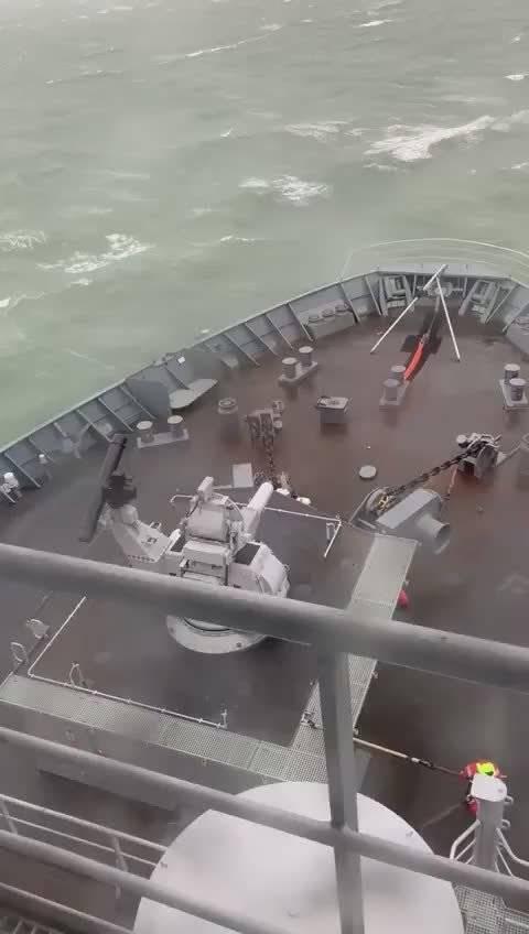 荷兰海军鹿特丹号船坞登陆舰的锚,就这样木有了