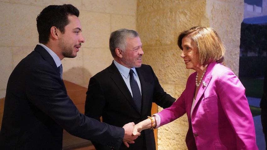 佩洛西(左)会晤约旦国王(中)等人 图自约旦佩特推消息社