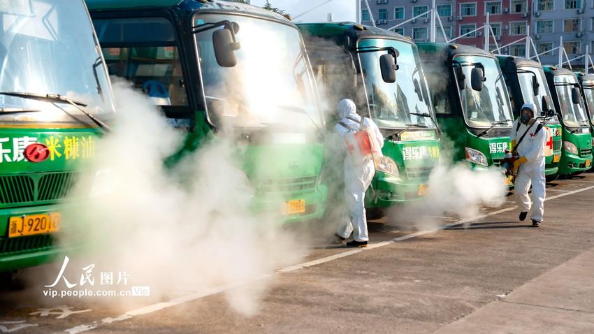浙江仙居:加强公共车辆消毒频次 保障市民放心出行