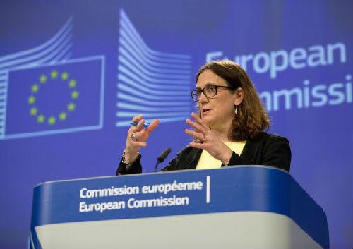 6月1日,在比利时布鲁塞尔,欧盟贸易委员马尔姆斯特伦出席一场新闻发布会。马尔姆斯特伦表示,由于美国单方面决定对欧盟钢铝产品加征关税,欧盟与美国进行贸易谈判的大门已经关闭。(新华社/美联)