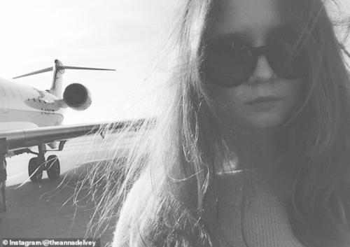 索羅金與私人飛機合影(圖片來源:Instagram)