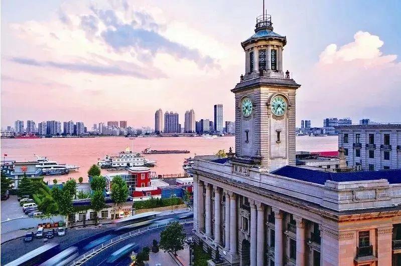 武汉有着与一线城市抗衡的实力。