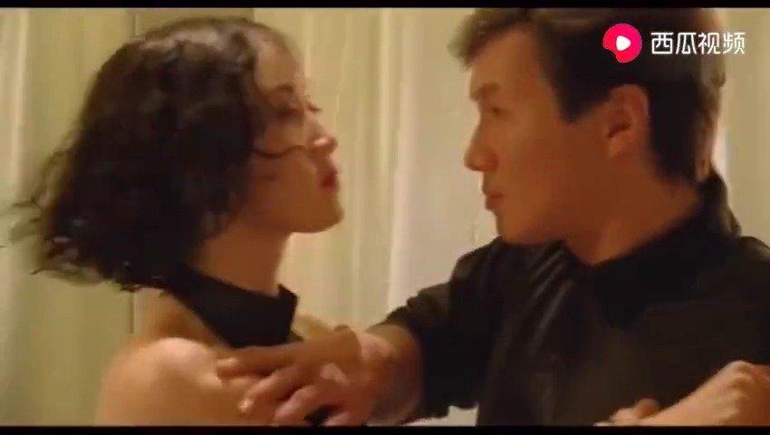 利智与许冠杰在浴室里打斗,真羡慕这个龙套!