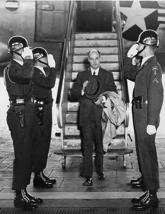 ▲资料图片:1952年5月,凯南前往莫斯科途中。