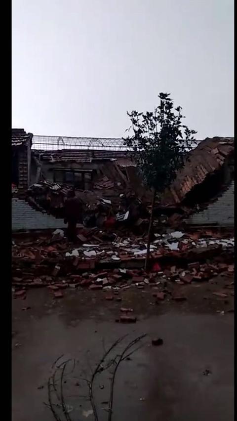 天津龙卷风持续十分钟 多处民房受损一人受轻伤