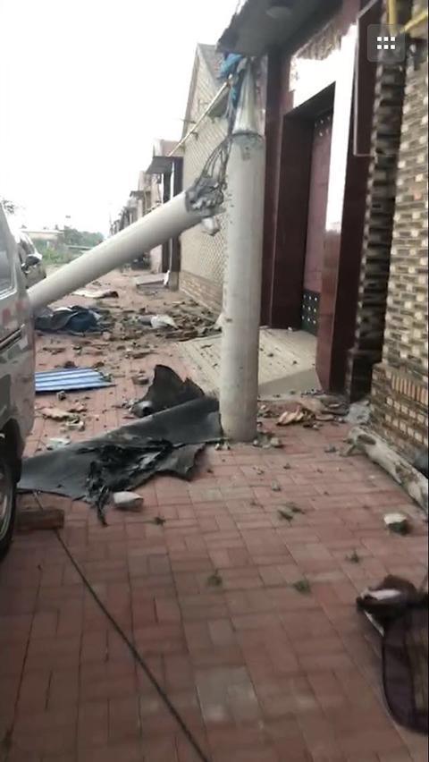 天津静海龙卷风现场:房屋倒塌 电线杆折断(图)