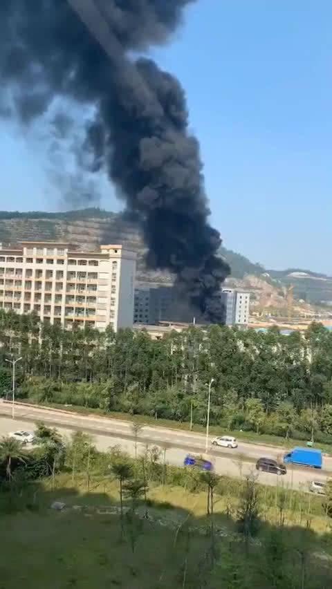 10月21日下午,东莞市大岭山畔山工业园区一化工厂发生爆炸